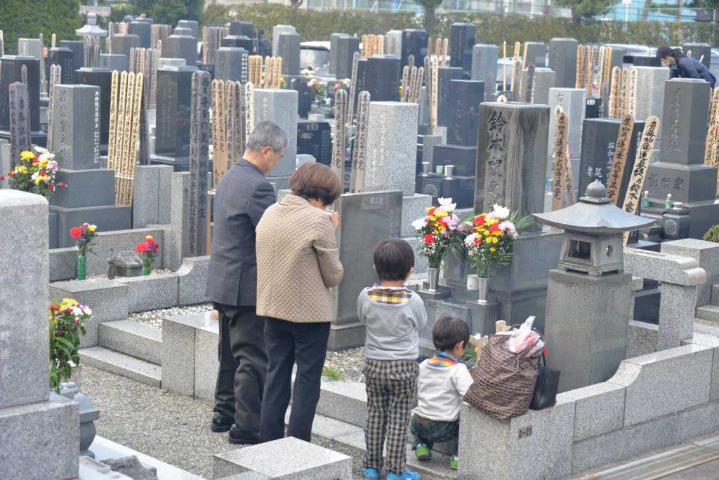 妙法寺の墓地風景