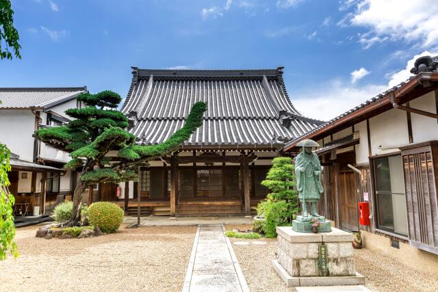 兵庫県川西市にある浄土真宗本願寺派・浄福寺。岩田さんはこのお寺の10代目住職を継ぐ予定です