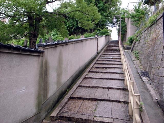 天王寺七坂のひとつ、織田作之助が愛した石畳の坂です