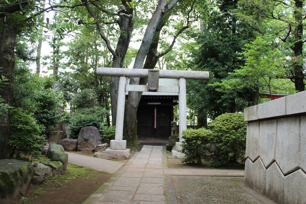 境内の三峯神社