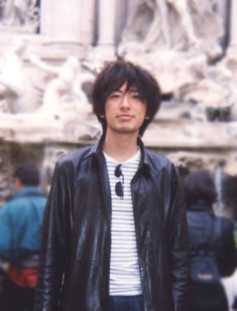 学生時代の吉村さん。思わず髪の毛を手で隠して確認、うーん、たしかに同じ顔だけどこんなにも違うなんて!