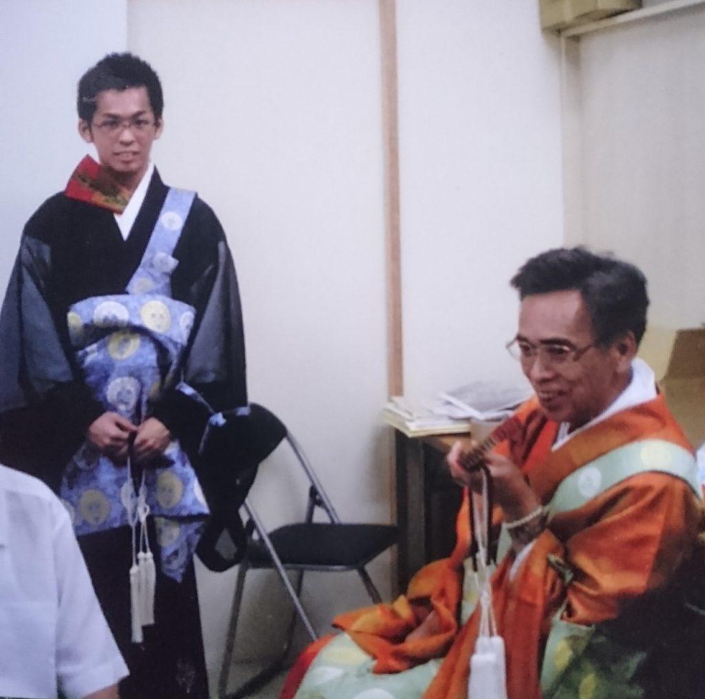 法要後に談笑する先代住職・髙山正克さんと髙山一正さん